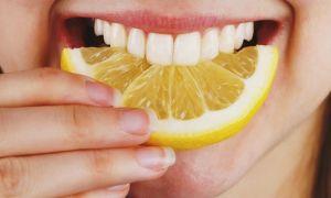Как отбелить желтые зубы дома
