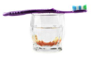 Как правильно ухаживать за съемными зубными протезами