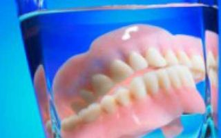 Чем лучше чистить зубные протезы