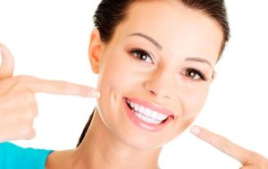 привыкнуть к зубным протезам