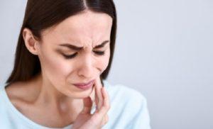 Как лечить, если болит зуб при нажатии