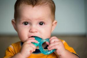 облегчить боль при прорезывании зубов
