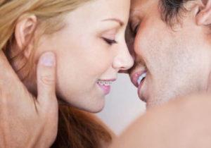 целоваться с брекетами на зубах