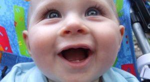 признаки прорезывания зубов у грудничка в 4 месяца