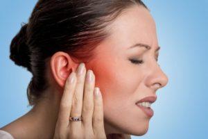 Почему появляется боль в челюсти возле уха и лечение